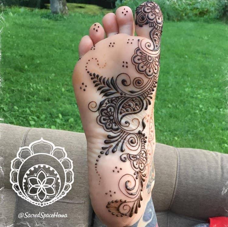 Unique mehndi designs for legs