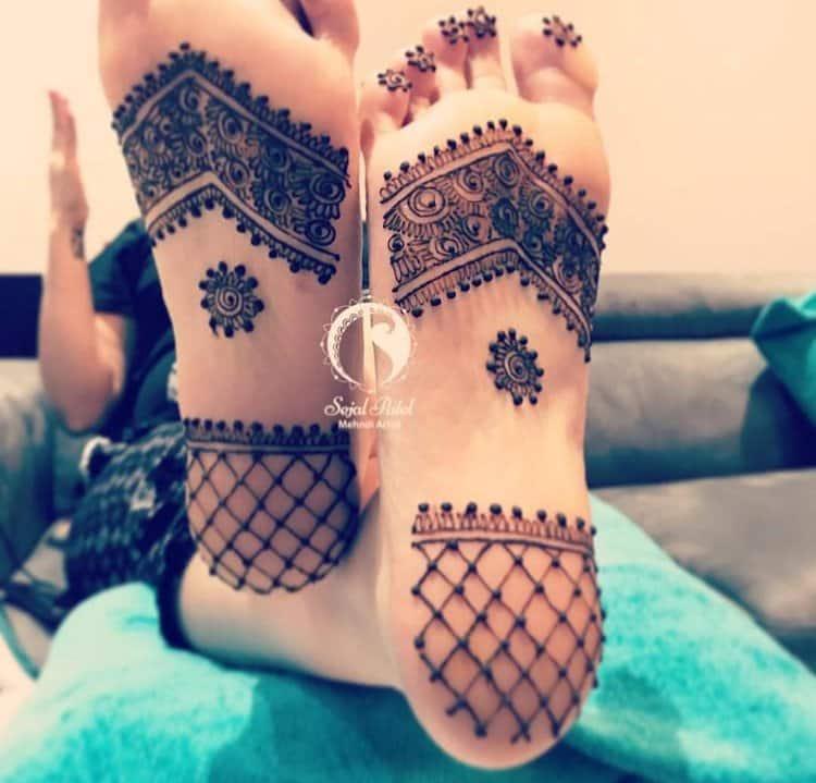 Unique mehndi designs for foot