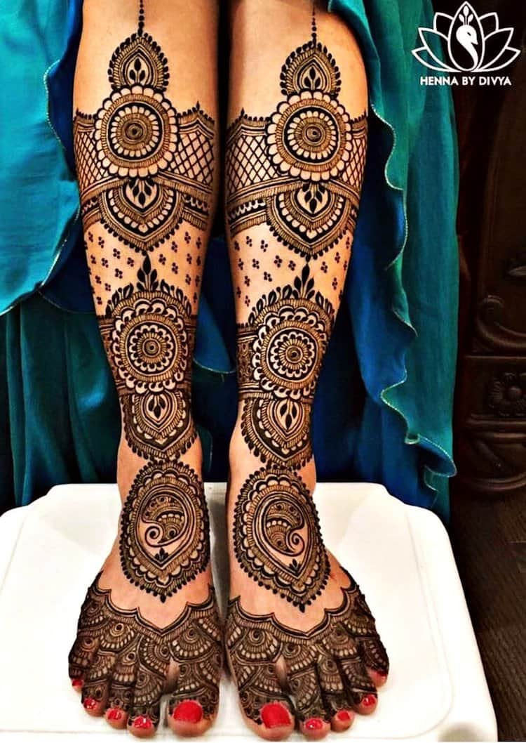 Traditional mehndi designs for legs
