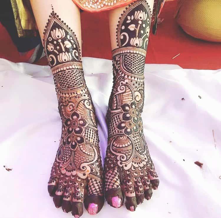 Traditional mehndi designs for leg