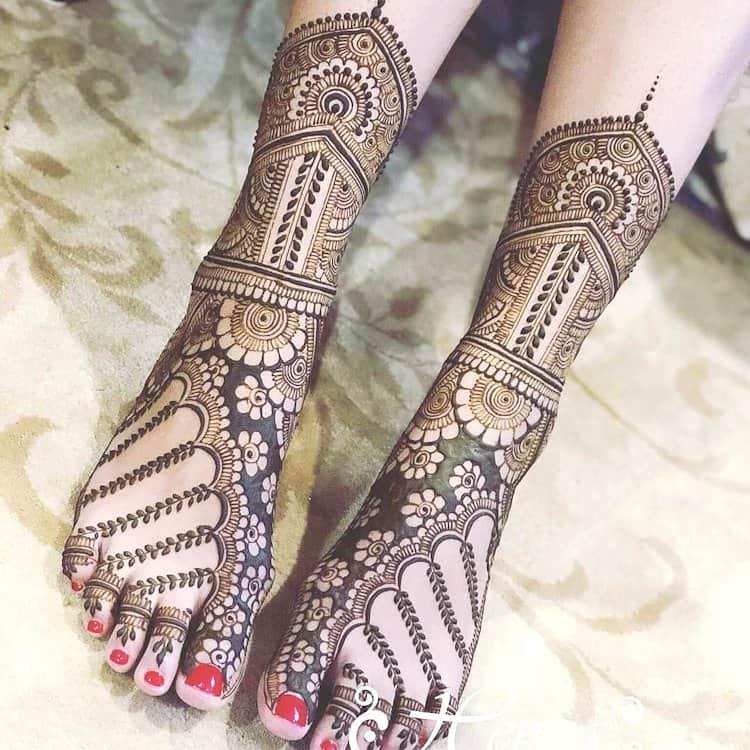 Traditional leg mehndi designs