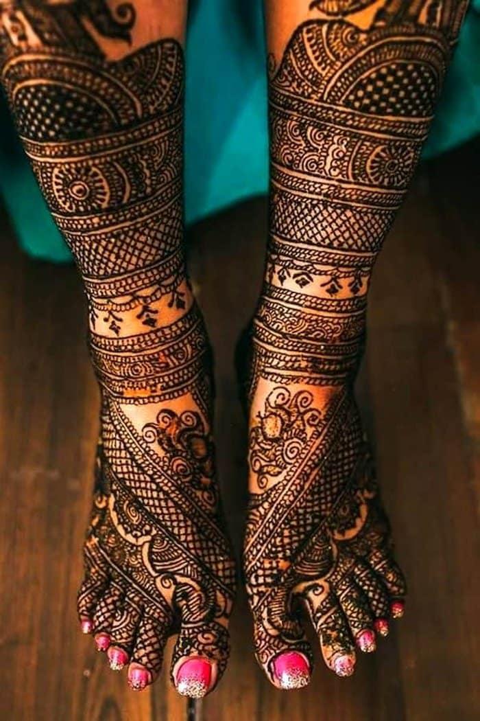 Chequered Mehandi Design for leg
