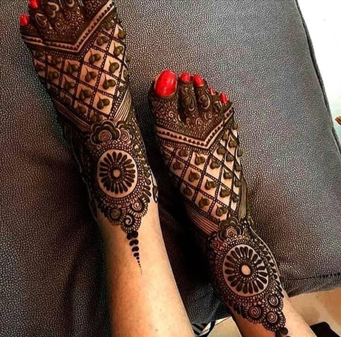 Chequered leg Mehandi Design