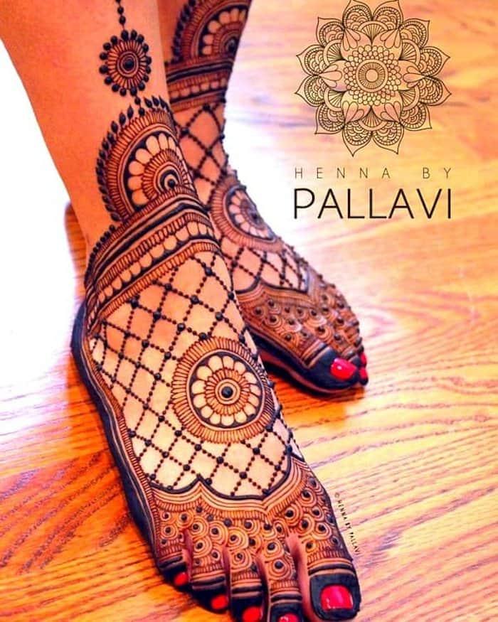 circular mehndi designs for leg
