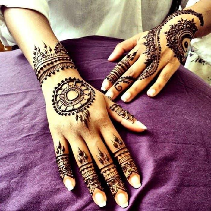 Circular Mehandi Designs for back hand