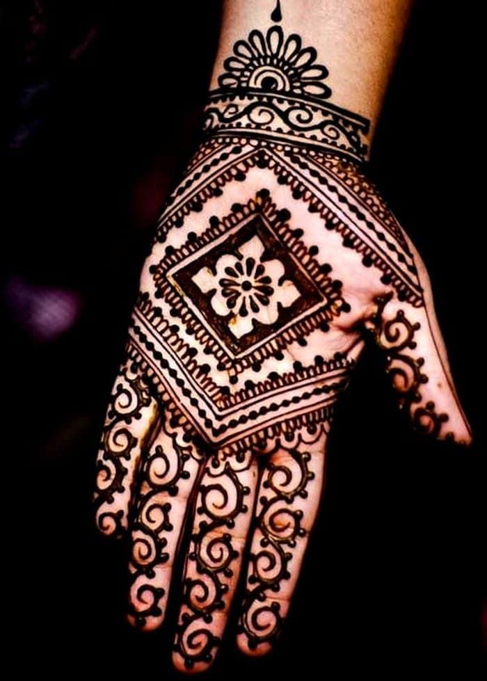 Diamond shape Mehndi Design