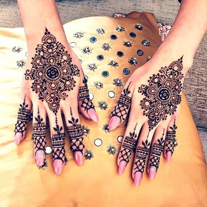 Diamond henna Design for hands