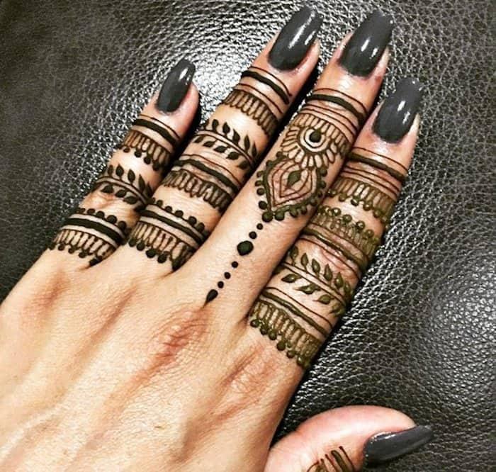 finger designs of mehndi image
