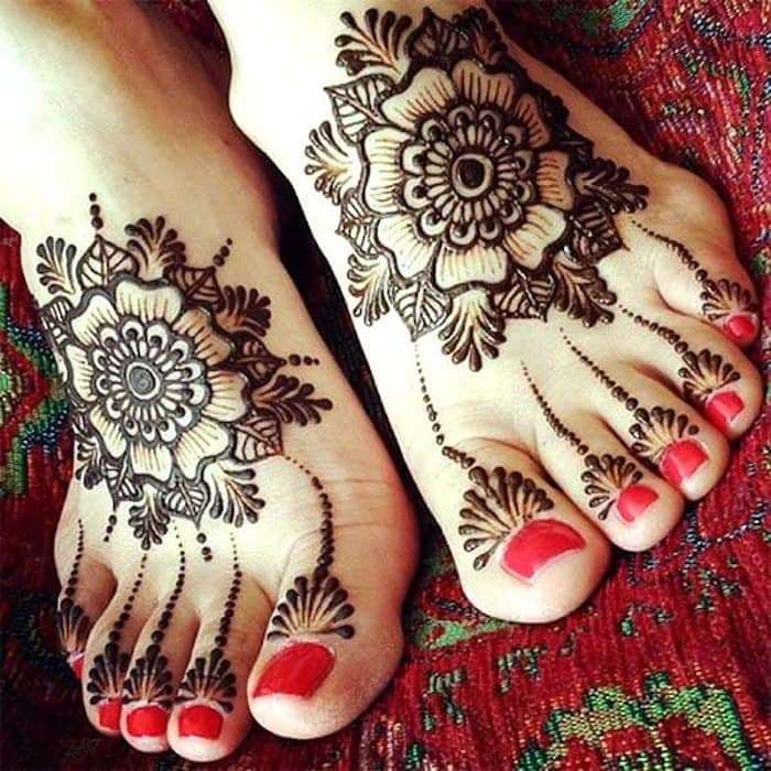 flower mehandi design for legs