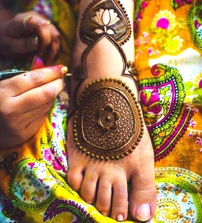 Flowers Mehandi Design for leg
