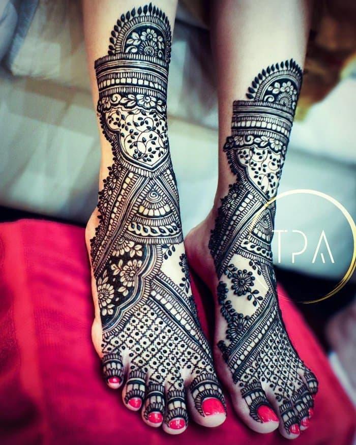 Bridal mehndi Design for hand and leg