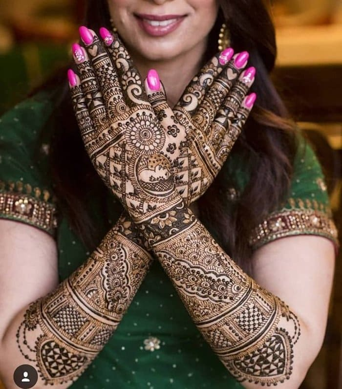 Rani Mehndi design are one of the trending designs for wedding.