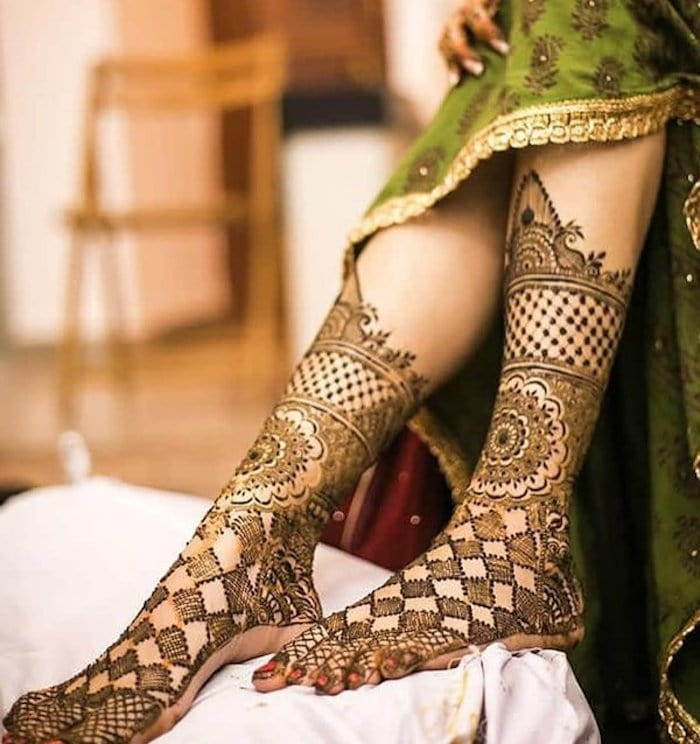 This Checkered Mandala design is one of the best Kerala bridal mehndi designs.
