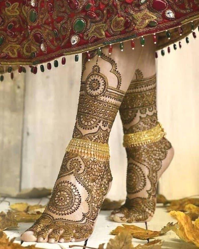 latest bridal mehndi design for leg