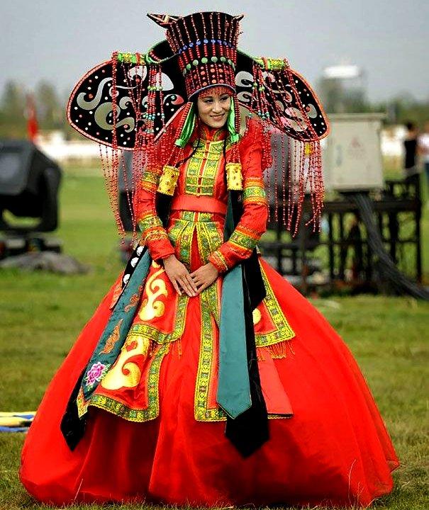 Mongolia bridal wedding outfit