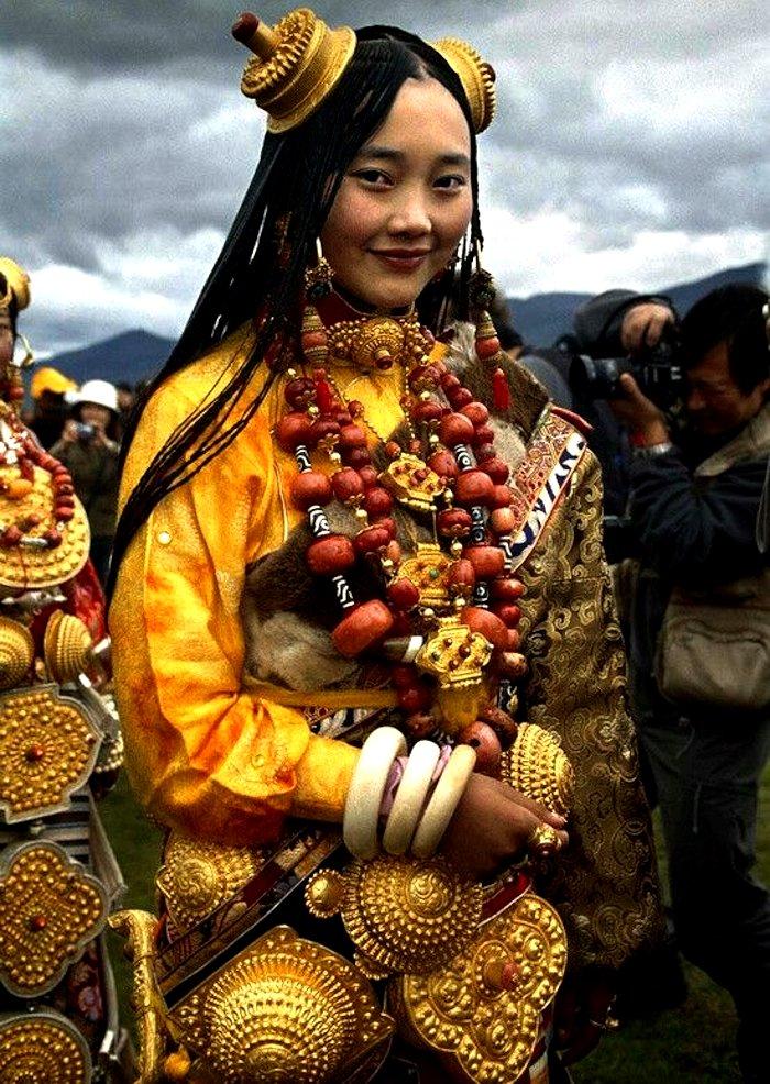 Tibetan bridal wedding outfit