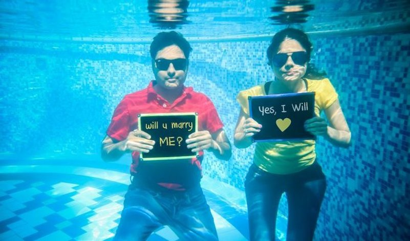 under water pre wedding photoshoot