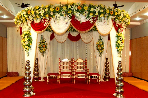 The best stage decoration ideas for 2018 wedding shaadidukaan small stage decoration junglespirit Gallery