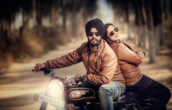 couple bike love