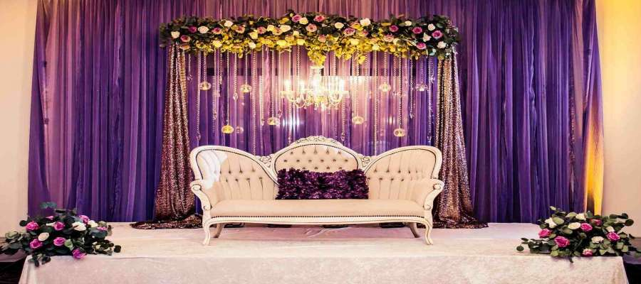 The best stage decoration ideas for 2018 wedding shaadidukaan the best stage decoration ideas for 2018 wedding junglespirit Gallery