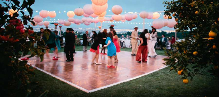10 Unique Fun Dance Floor Ideas for Your Wedding