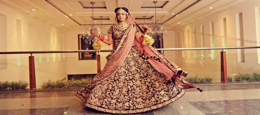 Bridal Guide: 7 Things To Know About Your (Lehenga Fitting)!