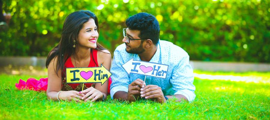 10 Best Pre-Wedding Shoot Poses Every Couple Loves Most!