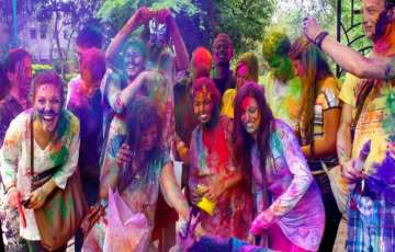 10 TIPS: How to Get Glowing Skin Back After Holi?