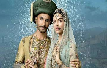 B-Town Buzz: Ranveer & Deepika Looking To Tie The Knot
