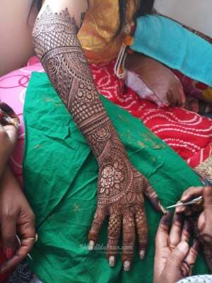 Nusrat Mehendi And Makeup Art