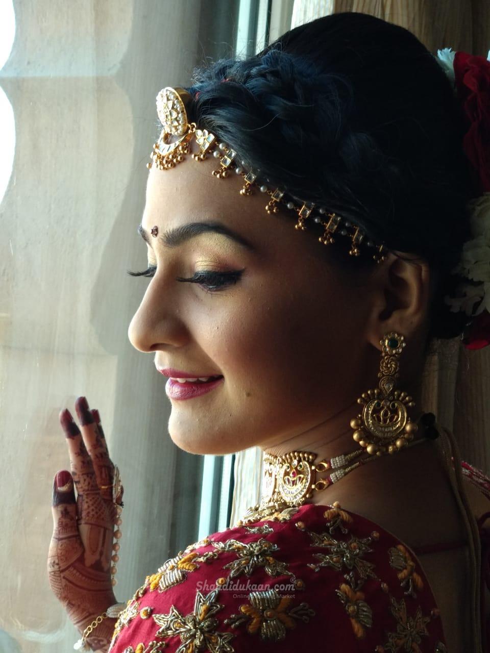 Avinash Kore Makeup Studio & Bollywood Celebrity's  Makeup Artist