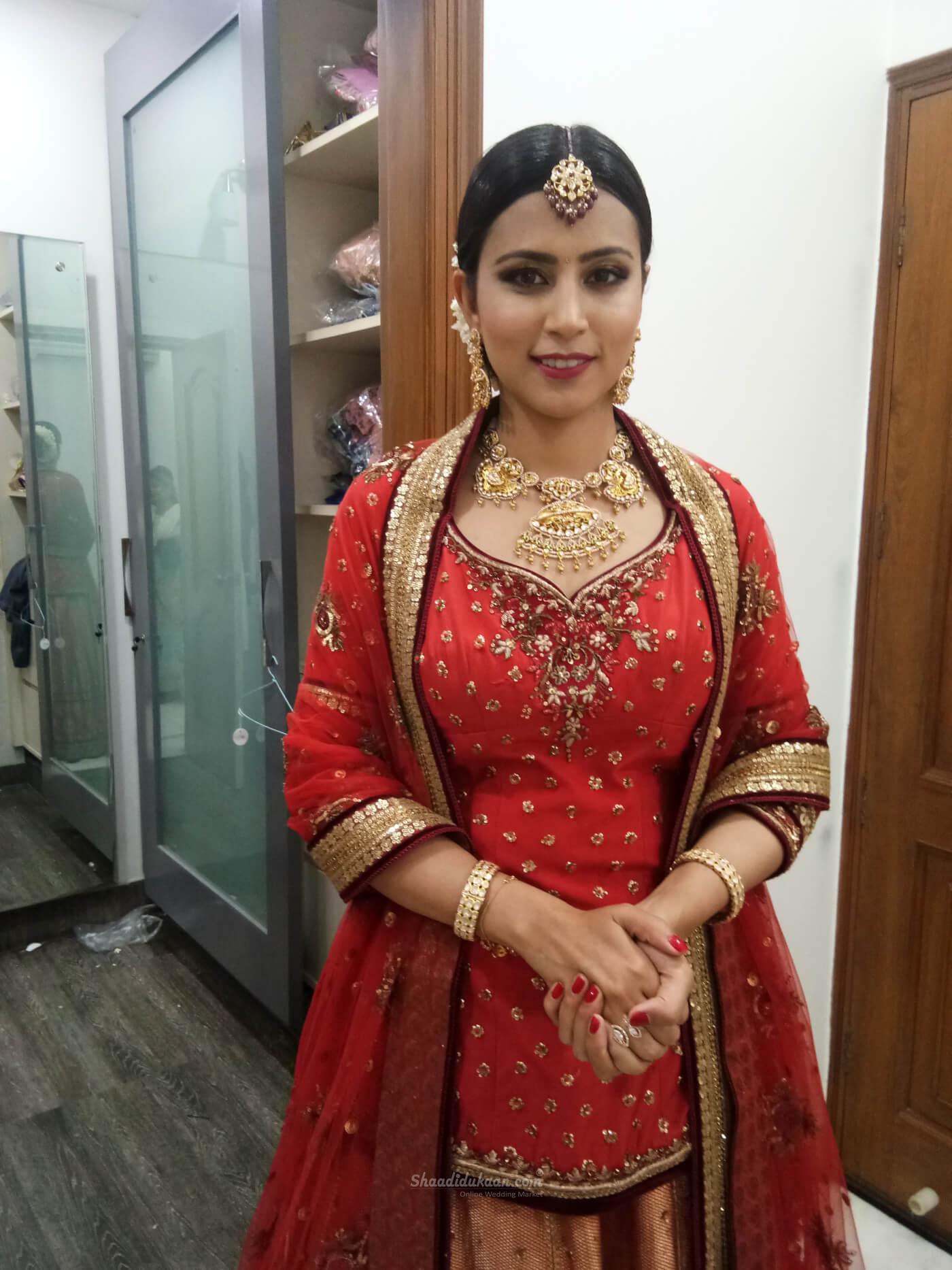 Ishrat khan makeup artist