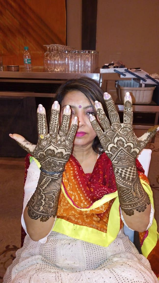 Aamna's Ladies Beauty & Mehandi  Studio