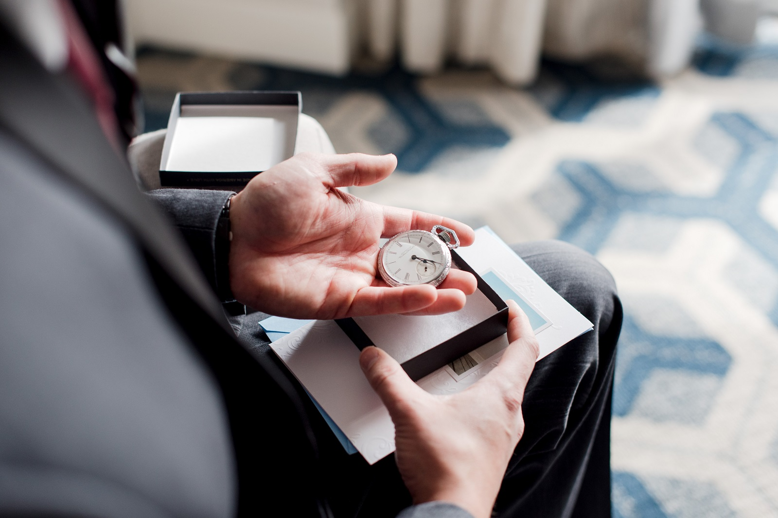 18 Cool Gadget Gifts Ideas for Groom On His Wedding