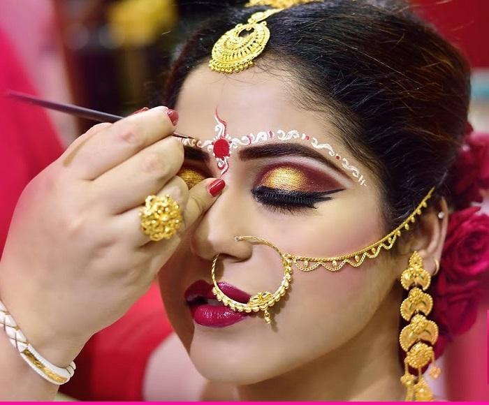 dramatic eyes in Bengali make up