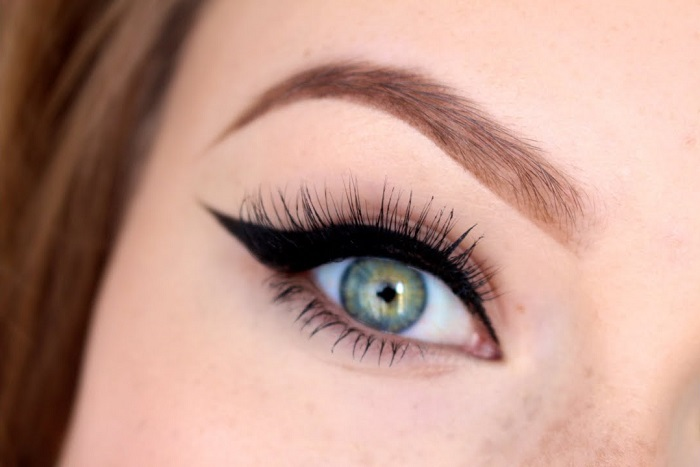 classic winged eyes makeup