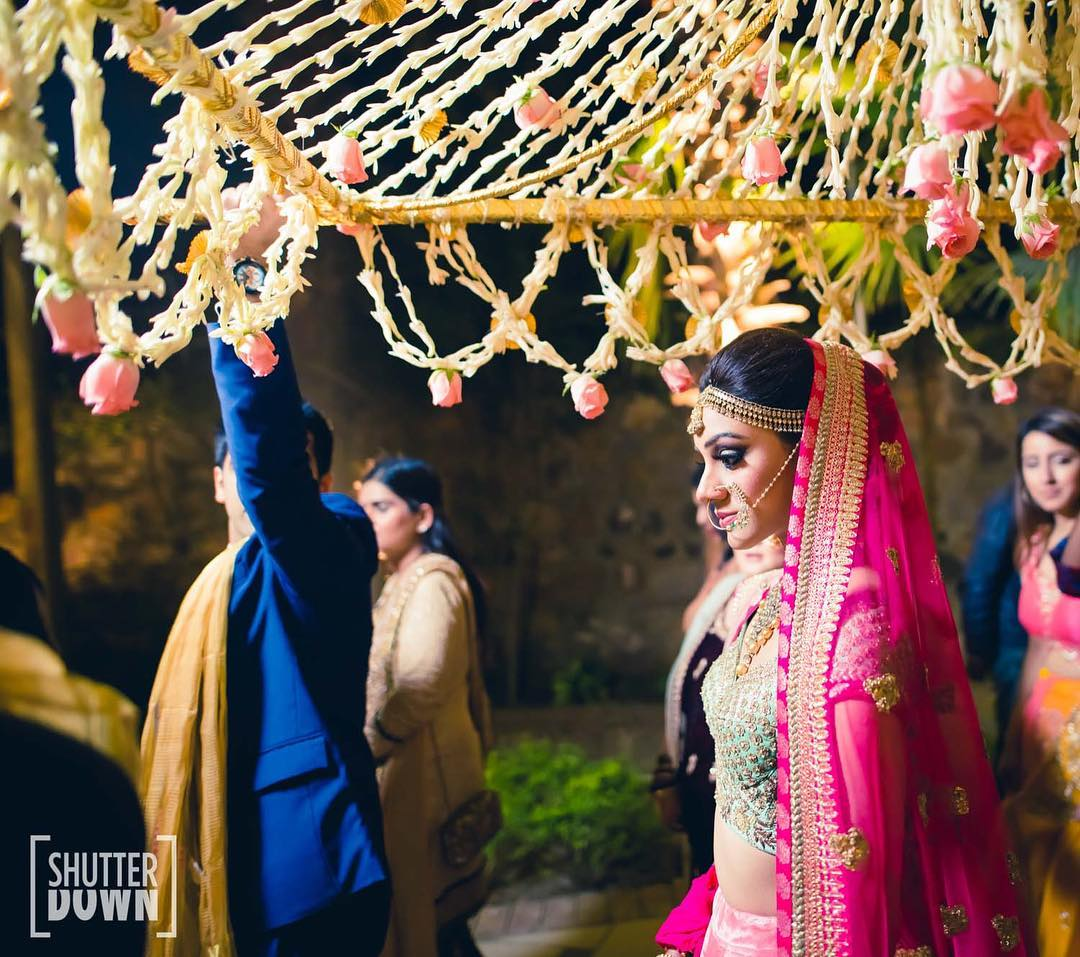 Beautiful Pholon Ki Chaddar Ideas for Bridal Entry: Make Your Entry Unforgettable