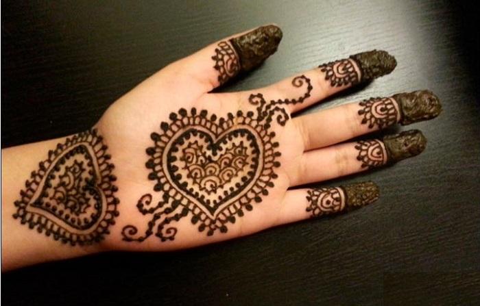 heart shaped mehndi design