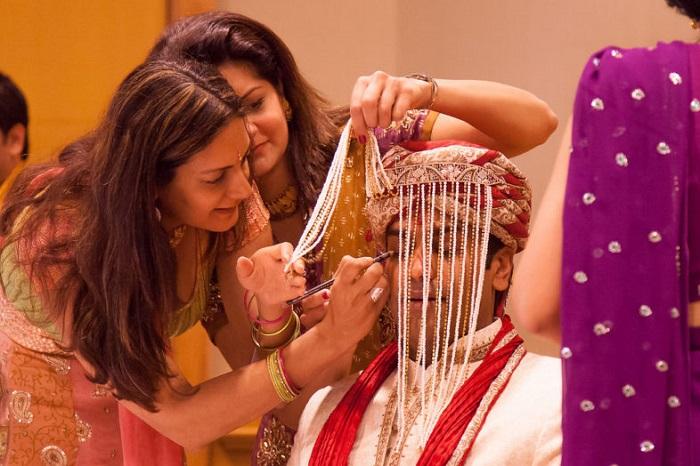 heighlight groom's eye with kajal