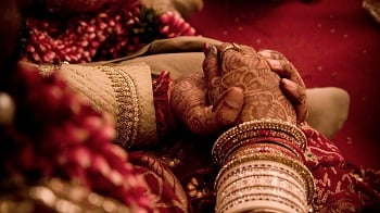 Kolkata Groom Gets 1000 Books Worth 1 Lakh as The Wedding Gift When He Refused Dowry