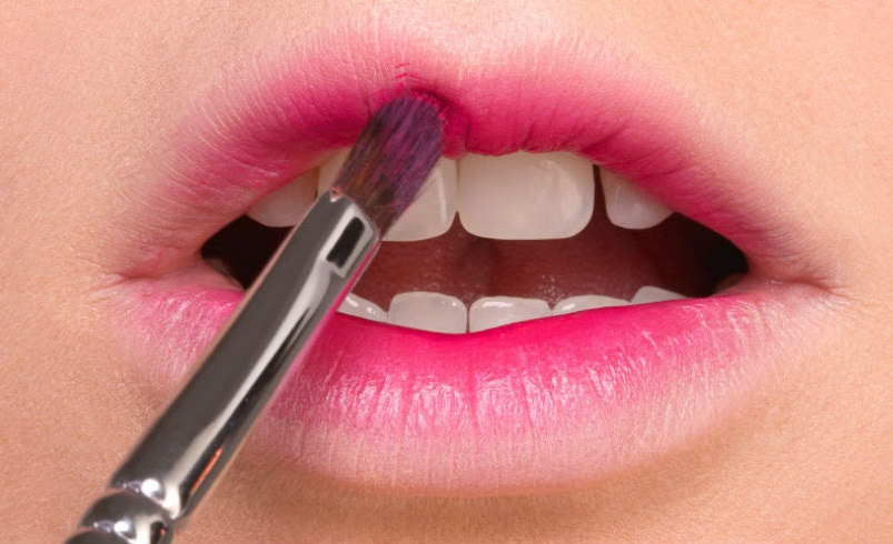 Gradient Lips with Soft Pink Makeup