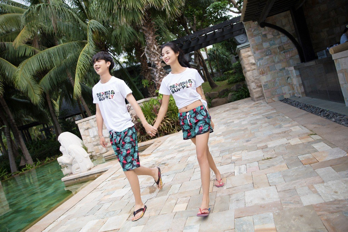 How To Master The Cute Matching Honeymoon Look Easily!