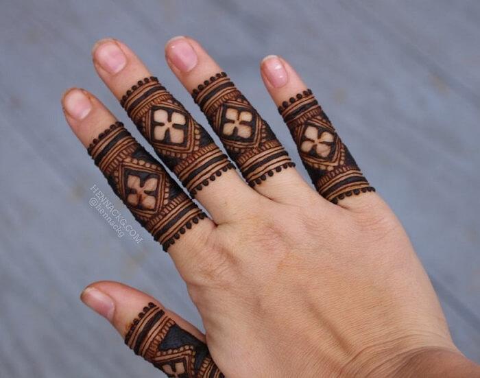 ring finger mehndi designs