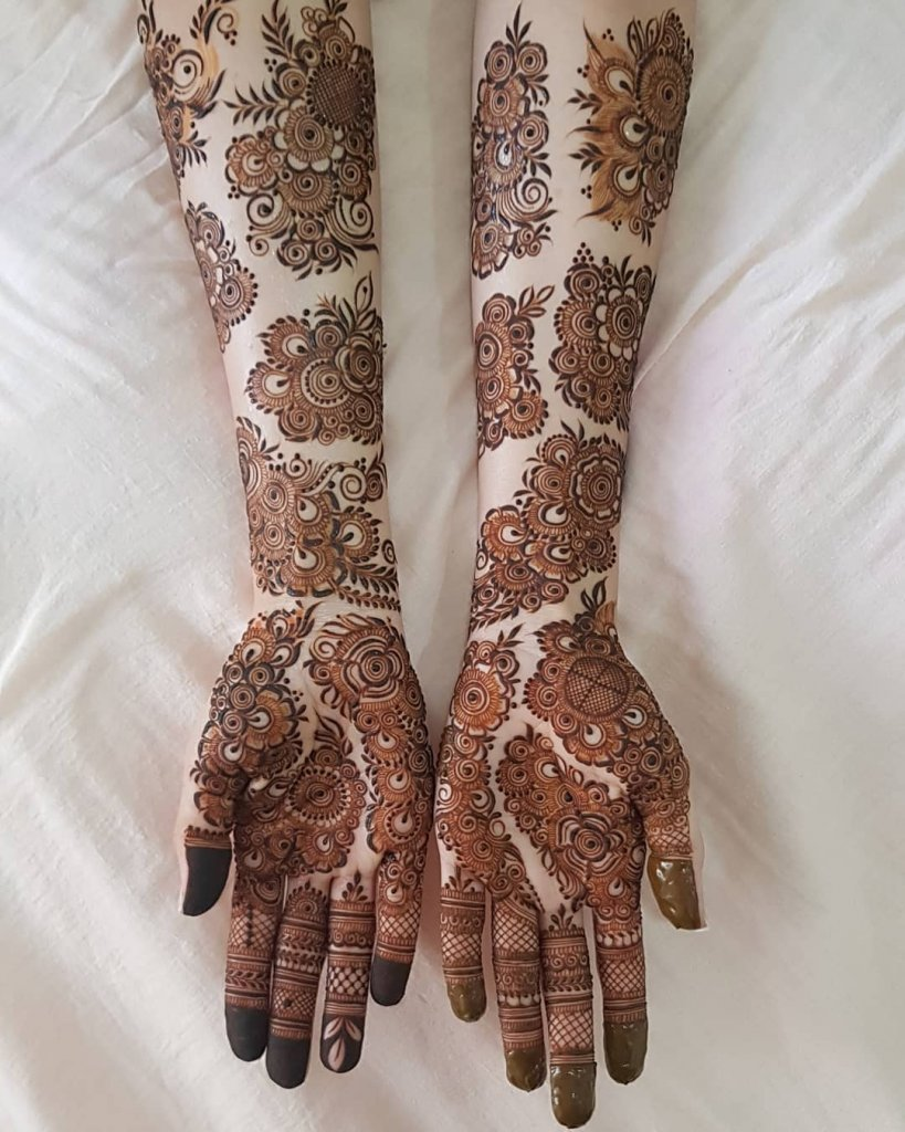 Attractive Sectional Mehendi Designs All Over The Hand
