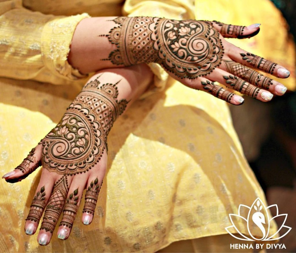 Beautifully Made Cashew Mehendi Design With Lotus Flower Inside