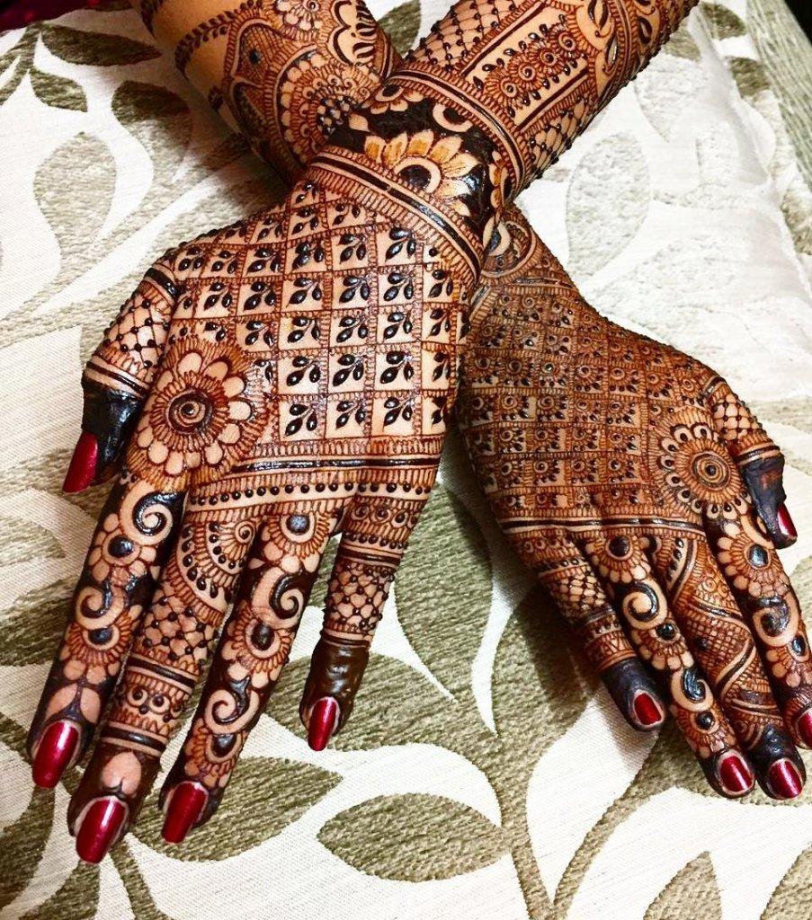 Bold Leaf Style Jaali Mehendi Design
