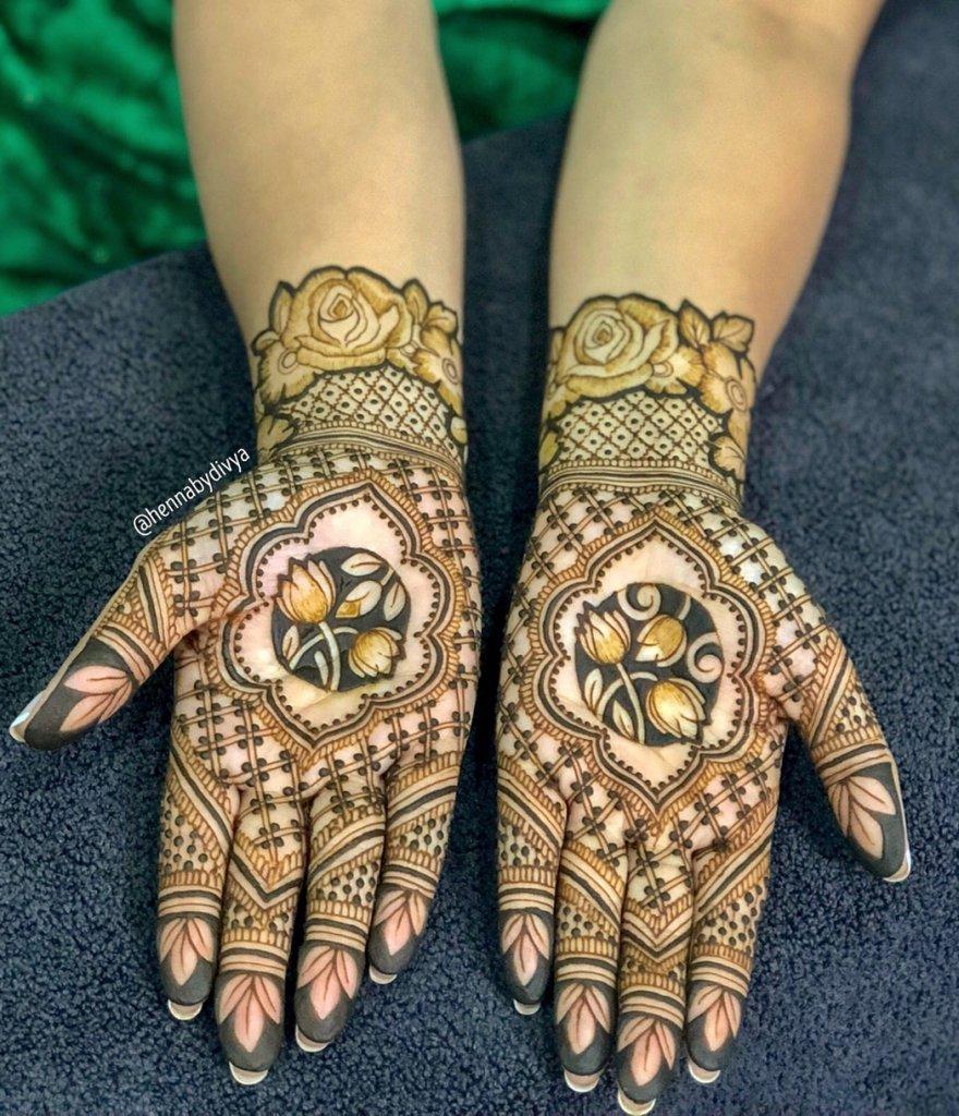 Double Line Jaali Design With Cornered Mehendi Dots