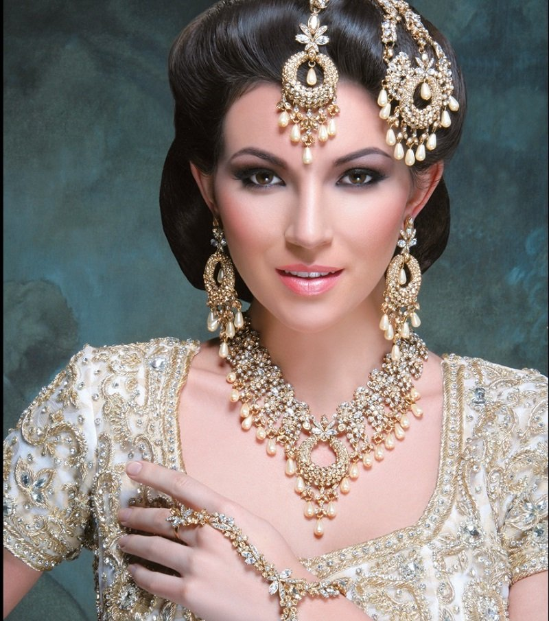 Golden Diamond Necklace With Pearls