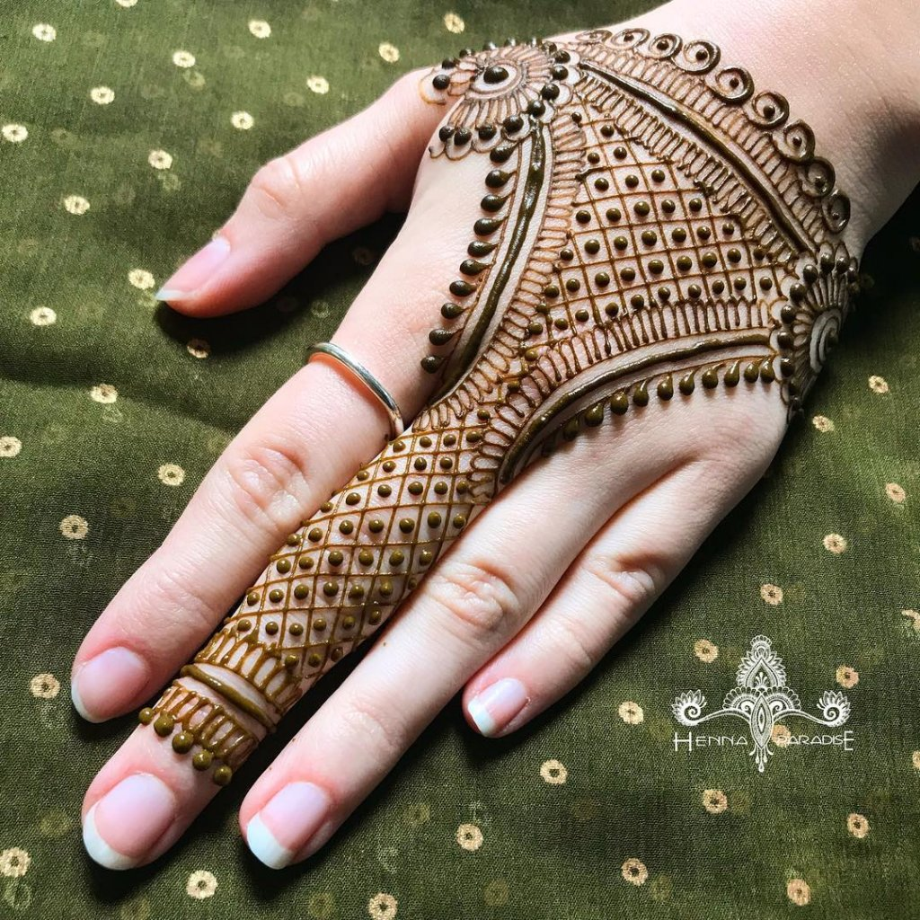 Heavy Jaali Haath Phool Jewelry Mehendi Design
