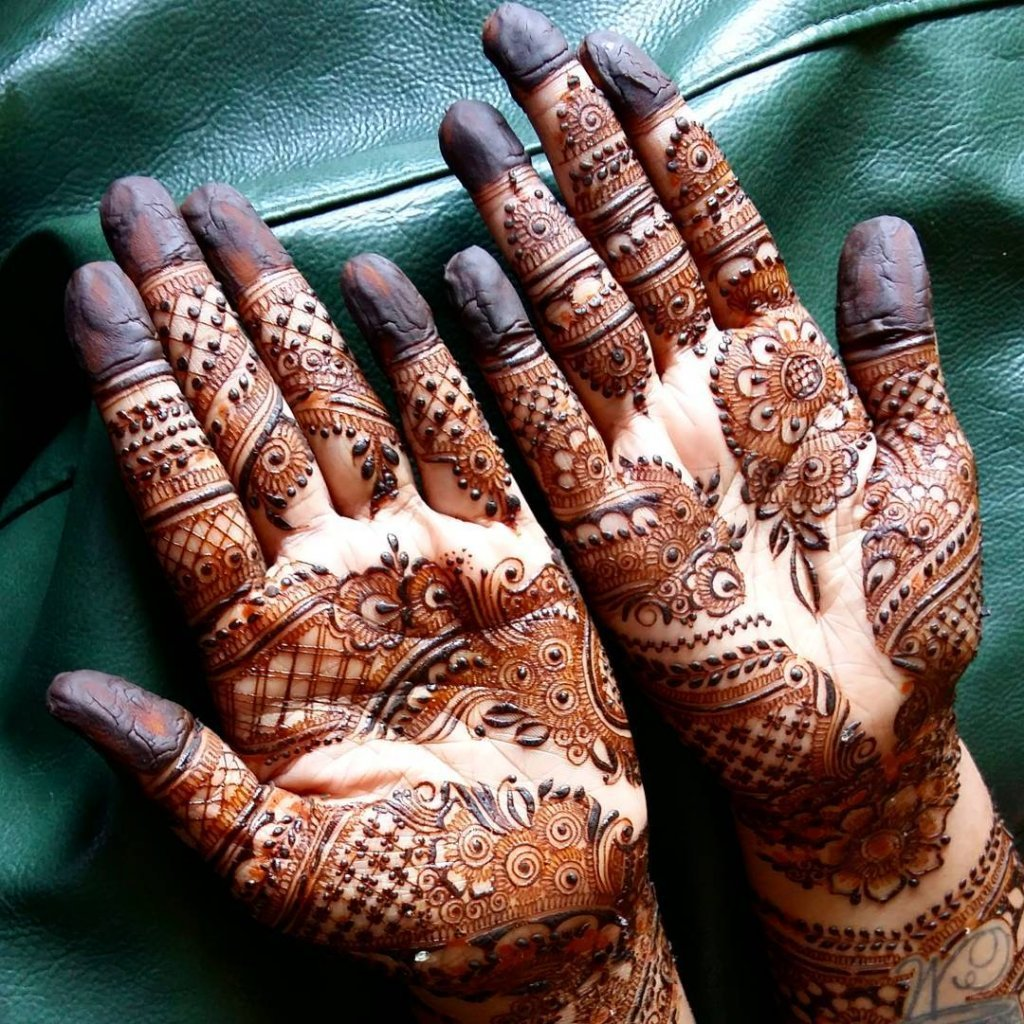 Horizontally Bunched Mehendi Designs With Various Types Of Designs
